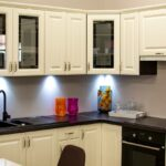 Como organizar armários de cozinha em 4 passos