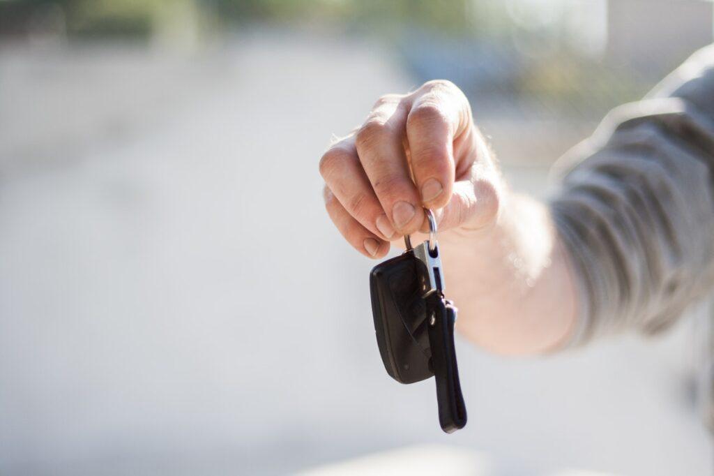 Como transportar um carro na mudança